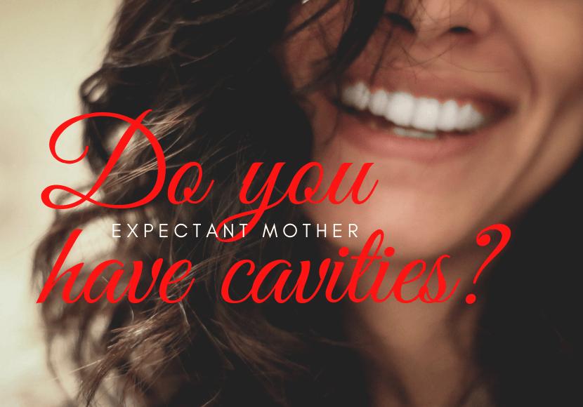 虫歯しらずの白い歯をした女性が笑っている写真です。