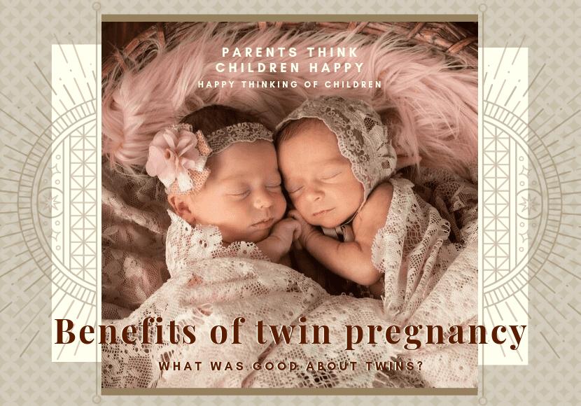 幸せそうな双子の写真です。